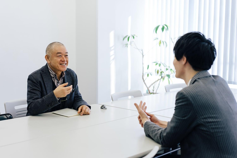 観音寺住職 前田憲良和尚と独参を行う社員