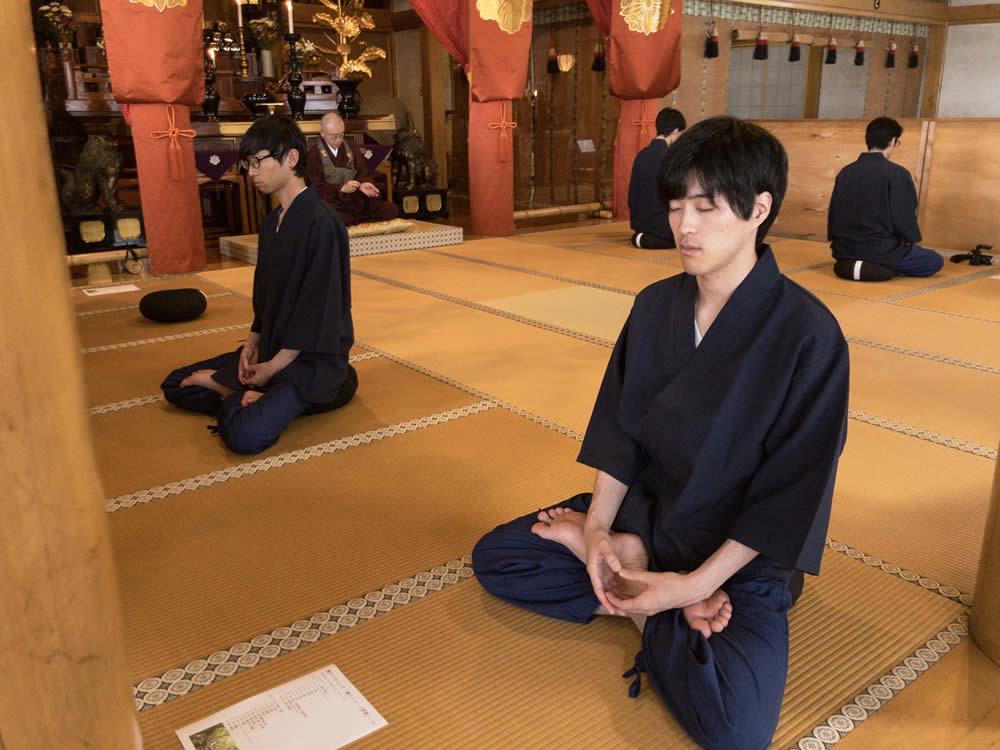 観音寺での研修の模様2
