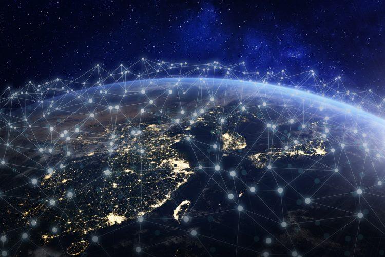 グローバル化を表すイメージ。世界が情報の伝達によって実際の距離以上に短く狭くなっていくことがグローバル化の本質